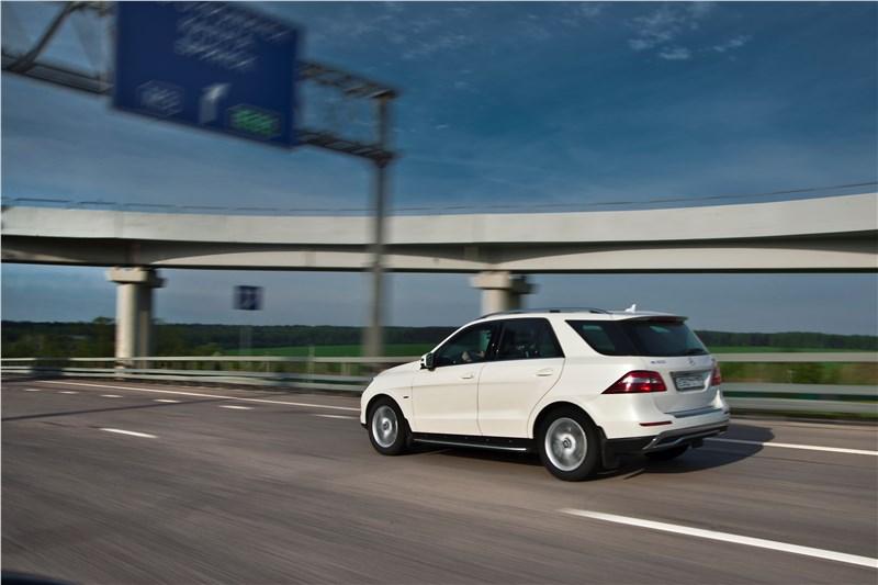 Mercedes-Benz ML 500 2012 обладает отличной динамикой
