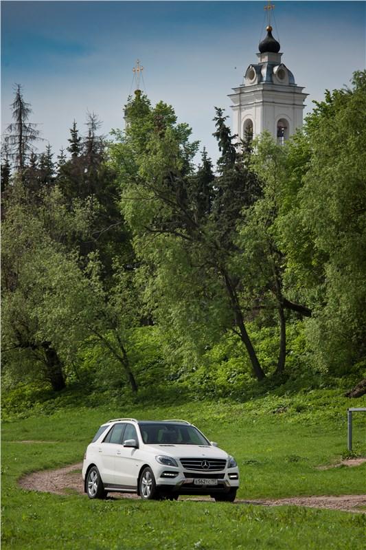 Mercedes-Benz ML 500 2012 на пересеченной местности