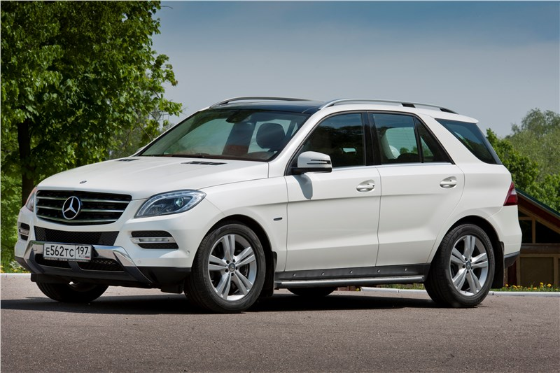 Mercedes-Benz ML 500 2012 вид сбоку