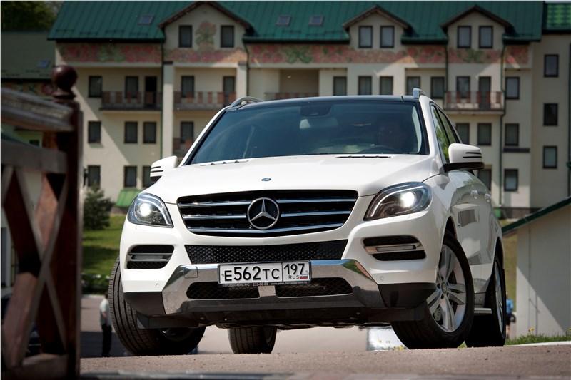 Mercedes-Benz ML 500 2012 вид спереди город