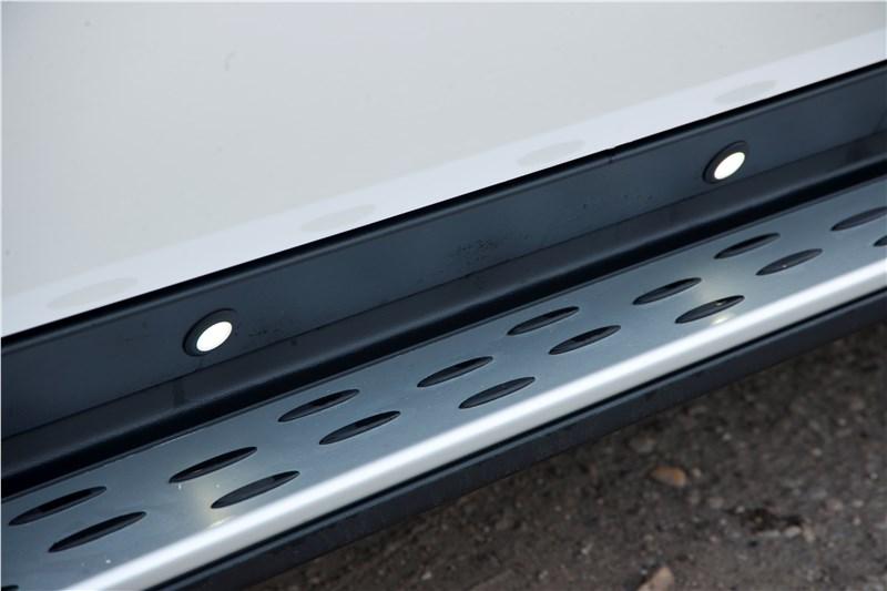 На Mercedes-Benz ML 500 2012 можно установить опционные пороги