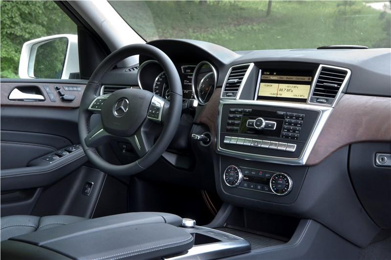 Mercedes-Benz M-klasse 2012 водительское место фото 2