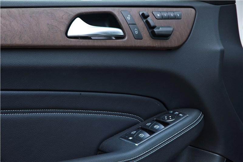 Mercedes-Benz M-klasse 2012 водительское кресло с памятью