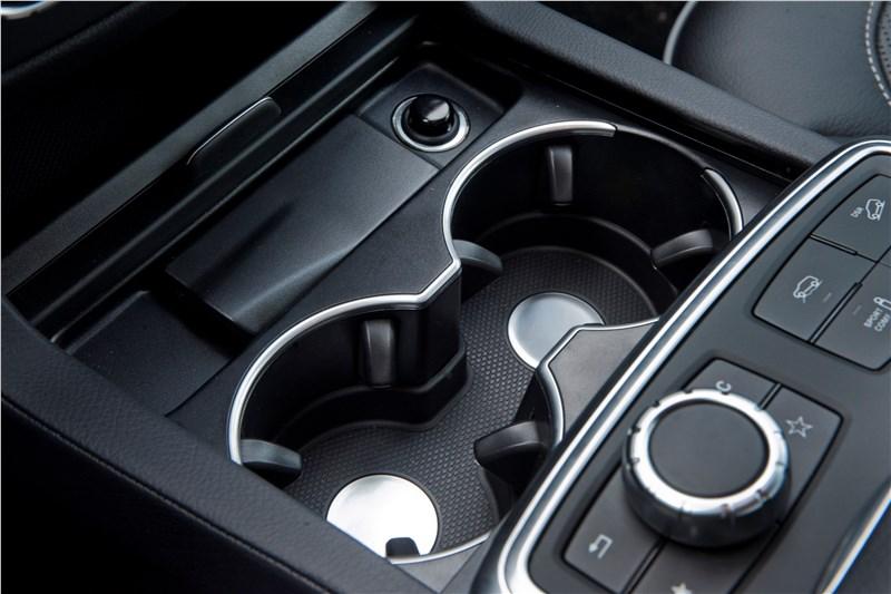 Mercedes-Benz M-klasse 2012 подстаканники между передними креслами