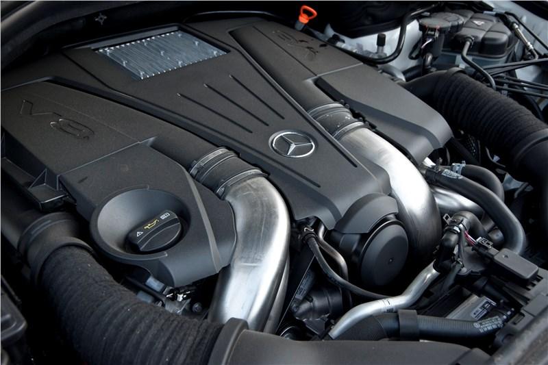 V-образный 8-цилиндровый двигатель Mercedes-Benz ML 500 2012