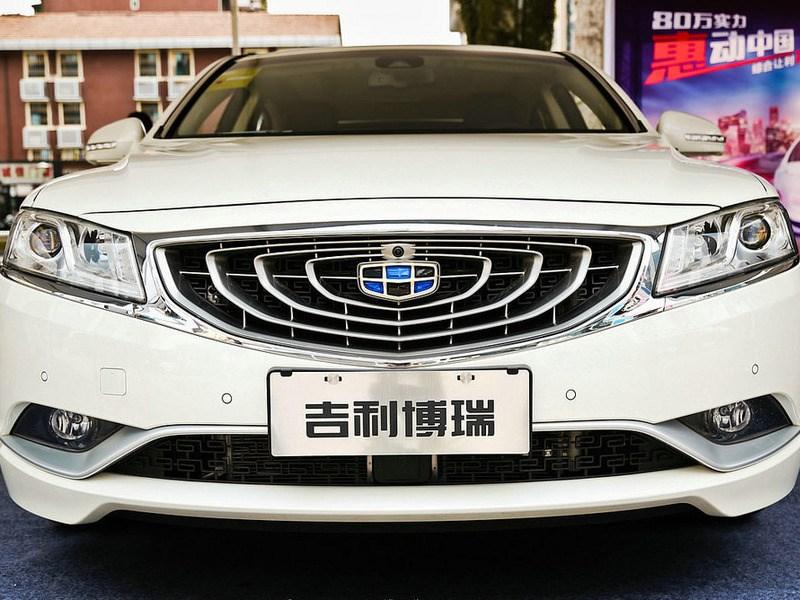 Объем продаж китайских авто в РФ продолжает падать