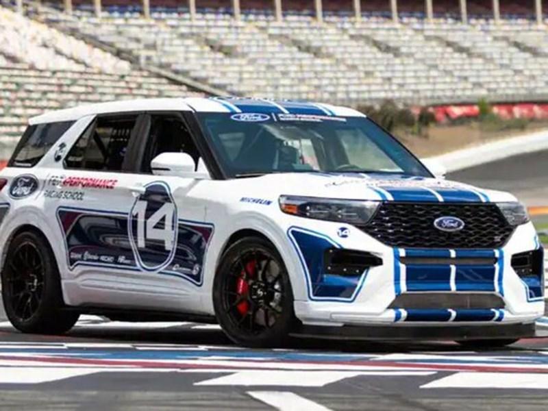 Ford Explorer превратился в гоночный болид