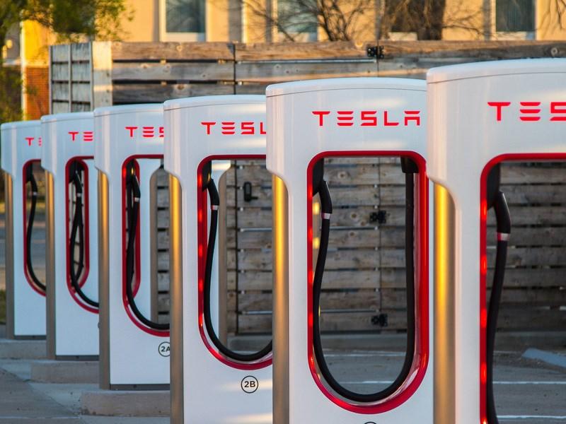 Со следующего года клиентам Tesla Motors придется заправляться за деньги