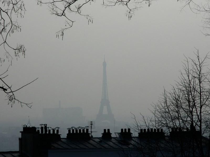Власти Парижа закроют въезд в центр города старым автомобилям