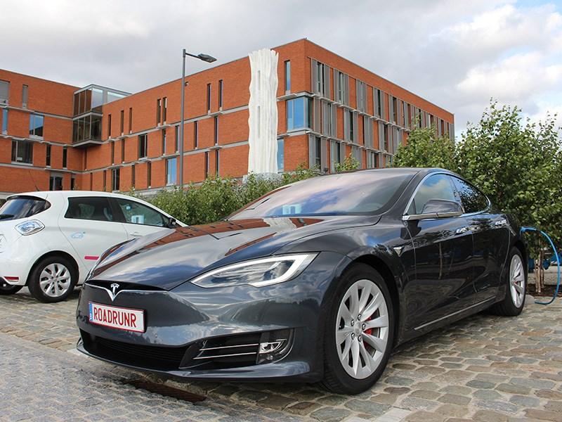 Tesla Model S проехала на одной зарядке 900 километров
