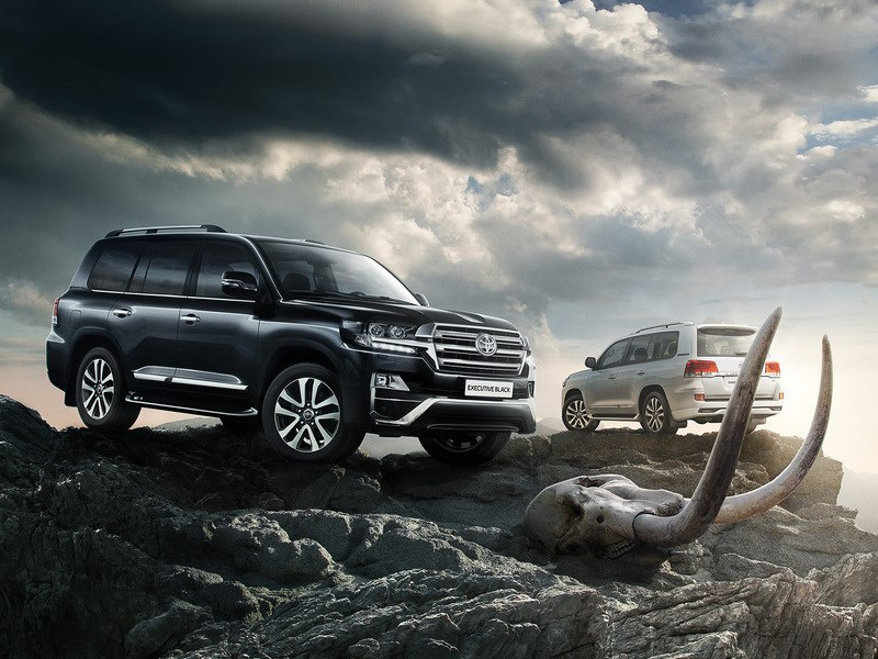 Toyota вывела на российский рынок новые версии Land Cruiser 200