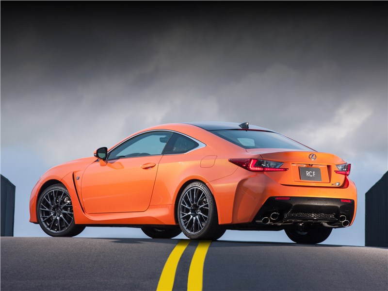 Lexus RC F 2015 вид сзади сбоку