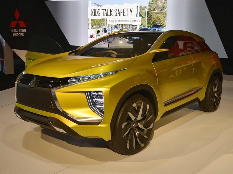 Mitsubishi привезла концептуальный кроссовер eX в Лос-Анджелес