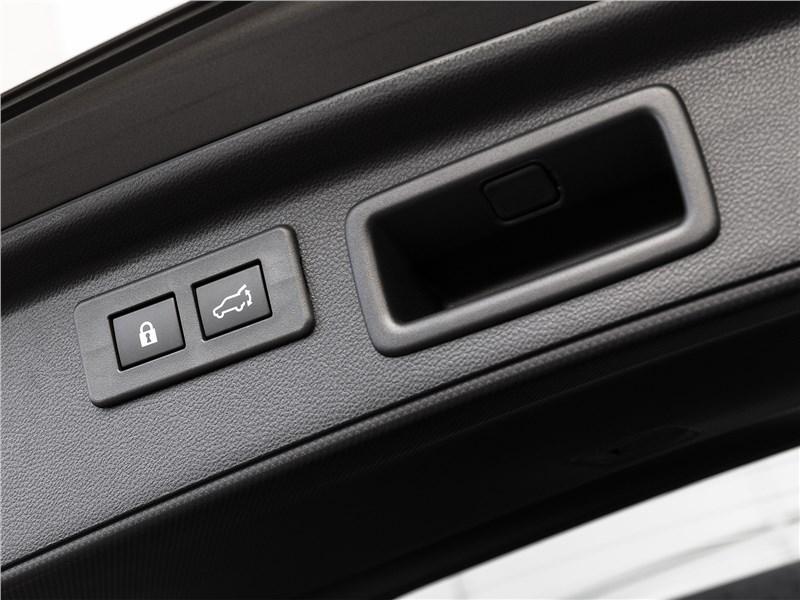 Subaru Forester 2019 кнопка открывания багажника