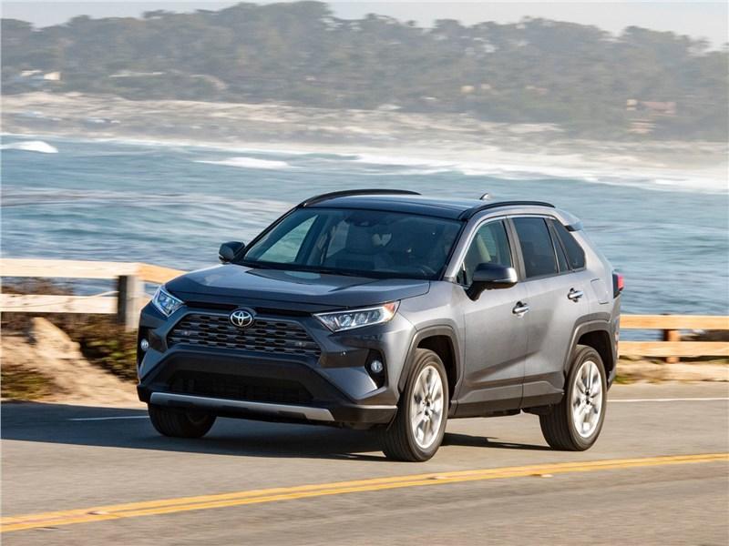 Toyota RAV4 2019 вид спереди