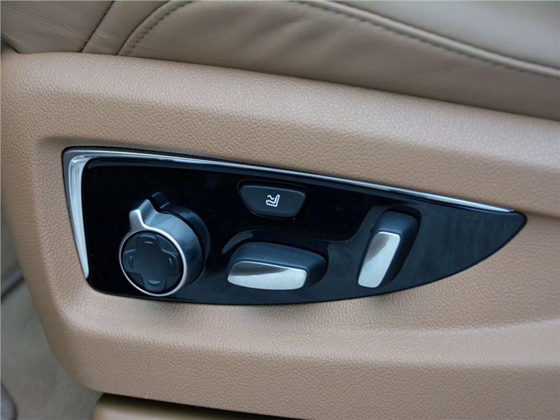 Cadillac Escalade 2015 переднее кресло