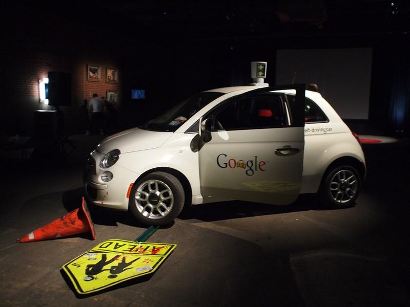 Google научил свои «беспилотники» распознавать жесты велосипедистов