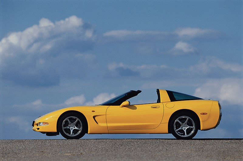 Chevrolet Corvette 2001 в кузове тарга вид сбоку