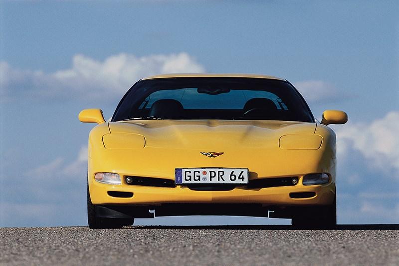 Chevrolet Corvette 2001 в кузове тарга вид спереди