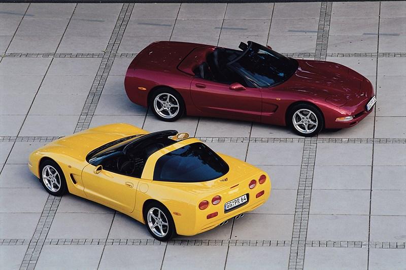 Chevrolet Corvette 2001 в кузовах тарга и кабриолет фото 1