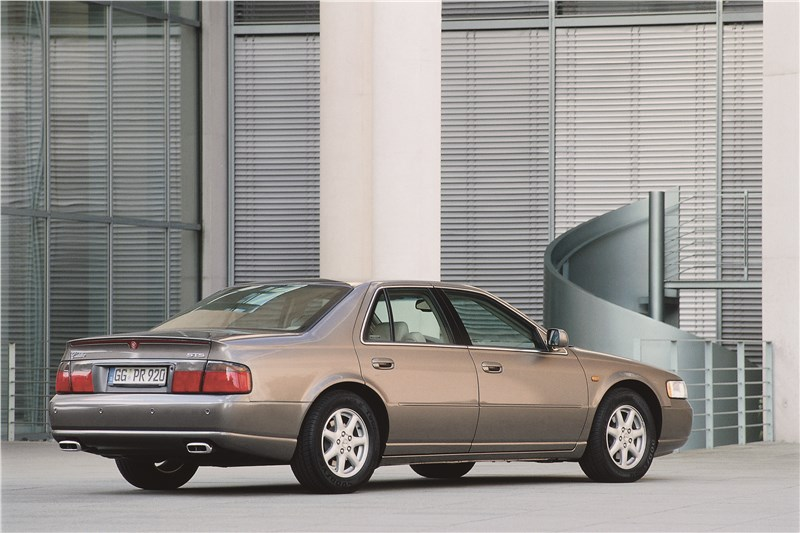 Cadillac Seville 1998 вид сзади справа