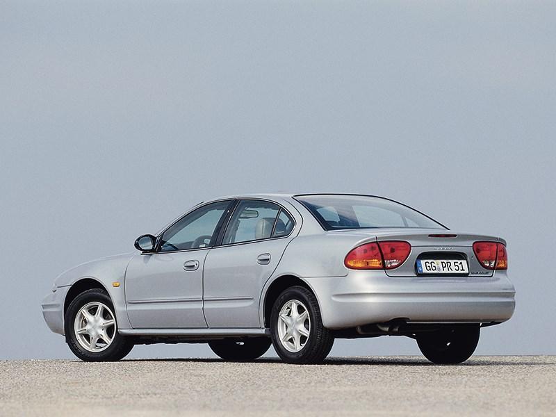 Chevrolet Alero 1999 вид слева сзади фото 2