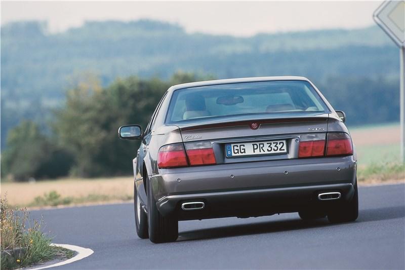 Cadillac Seville 1998 вид сзади в повороте фото 1
