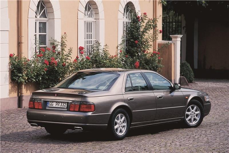 Cadillac Seville 1998 вид сзади справа фото 2