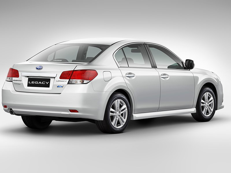 Subaru Legacy 2013 вид сзади фото 3
