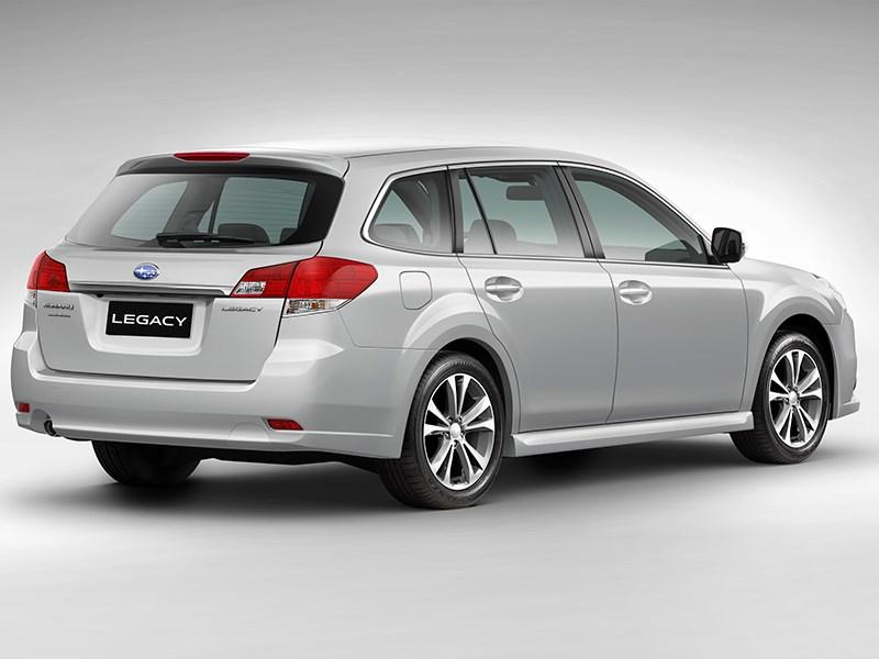 Subaru Legacy 2013 вид сзади фото 5