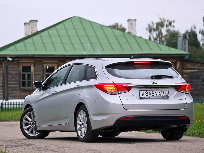 Hyundai i40 2012 вид сзади