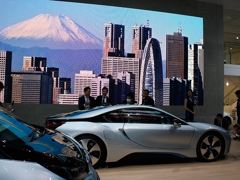 BMW i8 concept 2013 вид сбоку