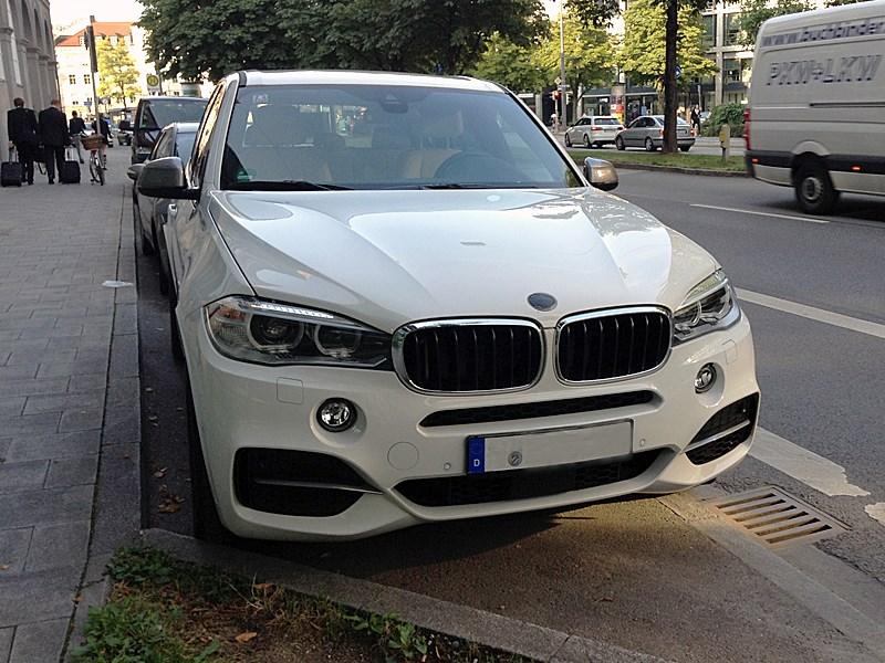 BMW X5 M50d 2013 вид спереди