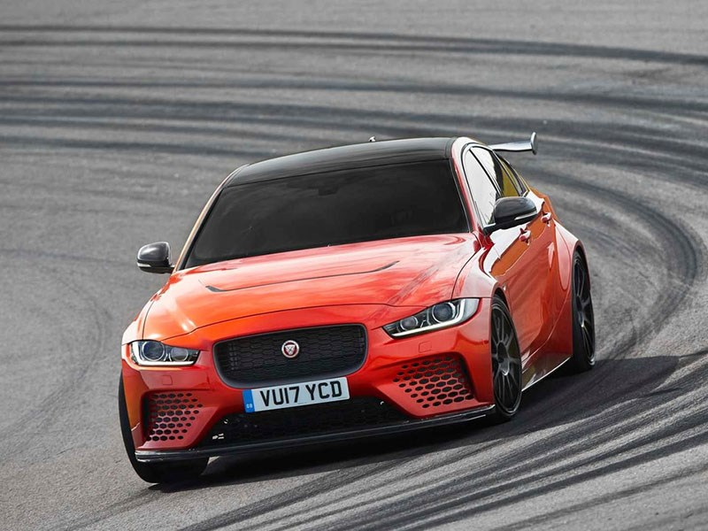 Jaguar представил экстремальный вариант седана XE