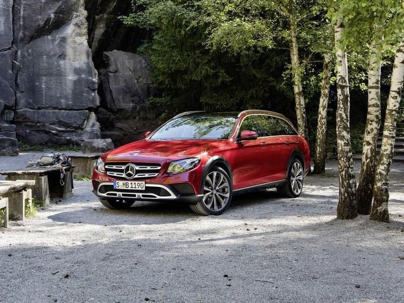 Mercedes-Benz назвал ориентировочные сроки появления нового E-Class All-Terrain в России