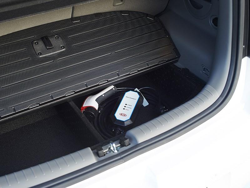 Kia Soul EV 2015 багажное отделение фото 1