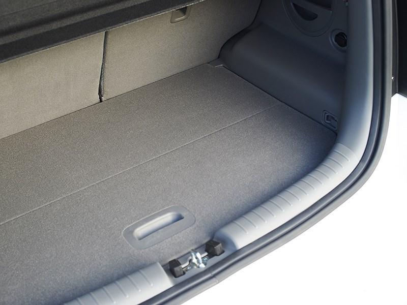 Kia Soul EV 2015 багажное отделение фото 2