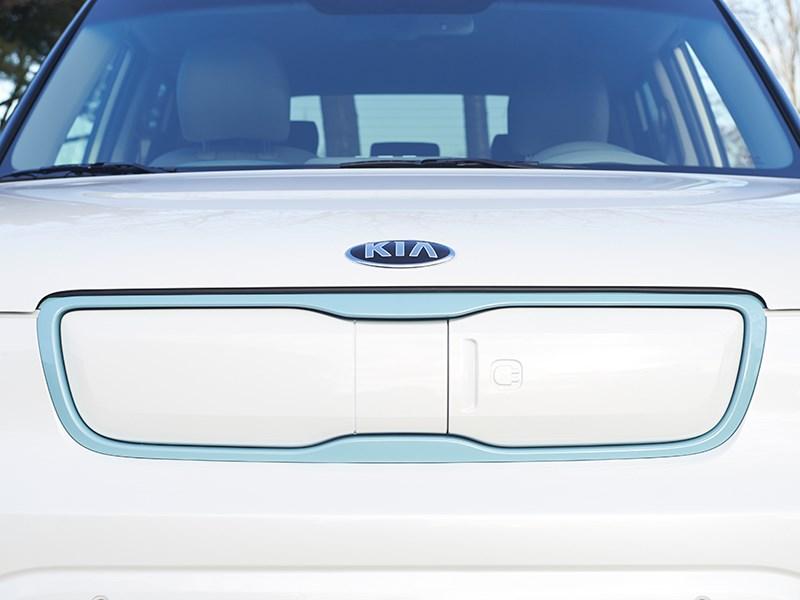 Kia Soul EV 2015 вид спереди фото 6