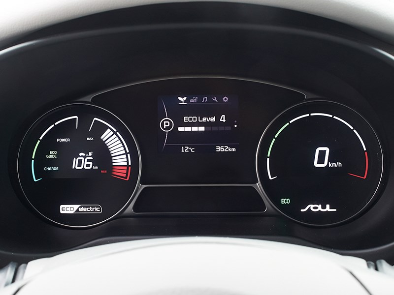 Kia Soul EV 2015 приборная панель