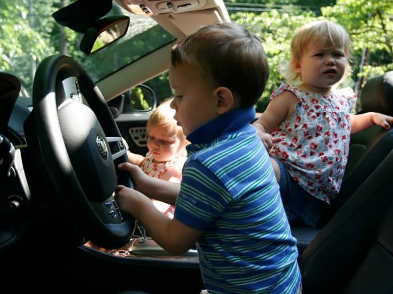 http://cdn.motorpage.ru/Photos/800/kids_in_car.jpg