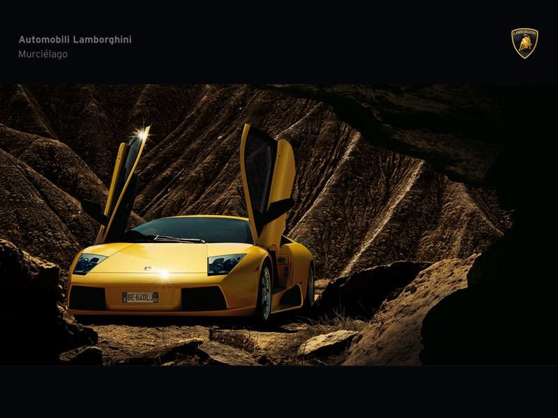 Lamborghini Murcielago 2006 имеет гильотинные двери