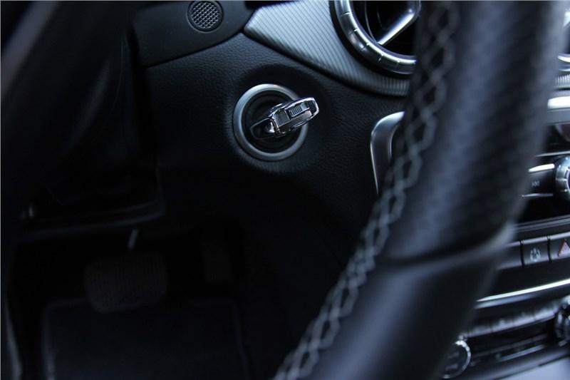 лектронный ключ зажигания - что-то среднее между кнопкой Старт/Стоп и классическим ключом
