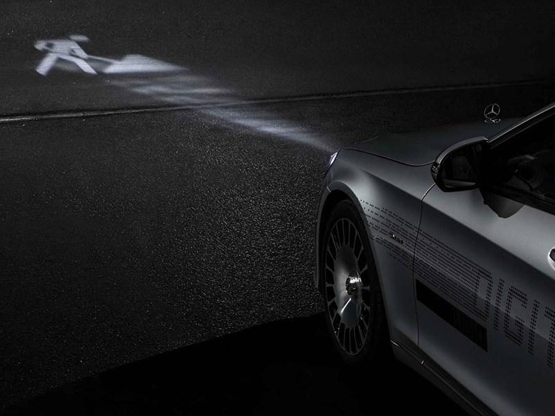 Mercedes-Maybach научился «рисовать» светом