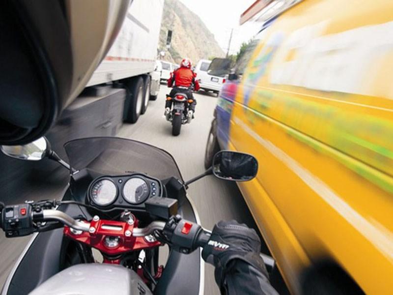 Мотоциклистам не разрешат ездить в «междурядье»