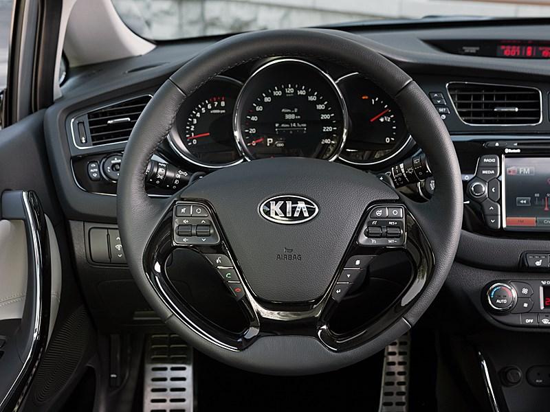 Kia cee'd 2012 хэтчбек многофункциональное рулевое колесо