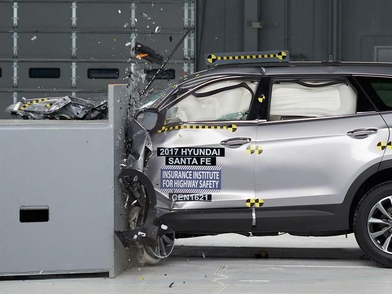 Обновленный Hyundai Santa Fe стал одним из самых безопасных автомобилей этого года