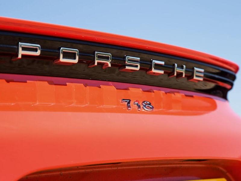 В Porsche приостановили прием заказов на автомобили