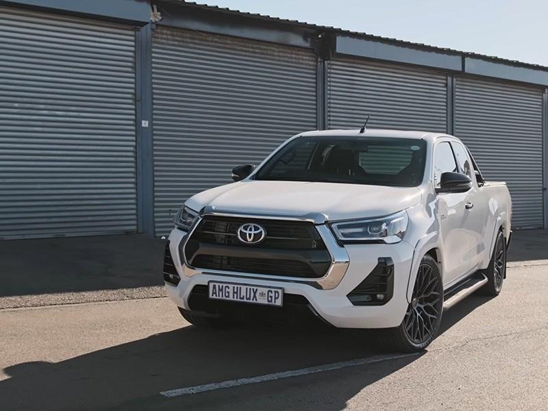 Toyota Hilux скрестили с Mercedes