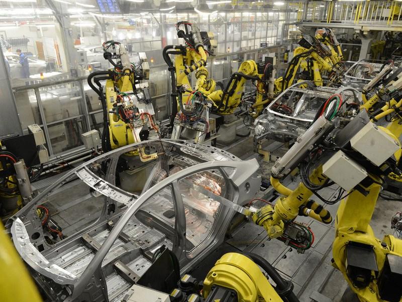 В2014 году производство легковых авто вРФ упало на1 млн.