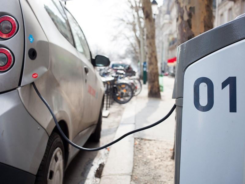 До конца года в Москве установят 100 зарядных станций для электрокаров